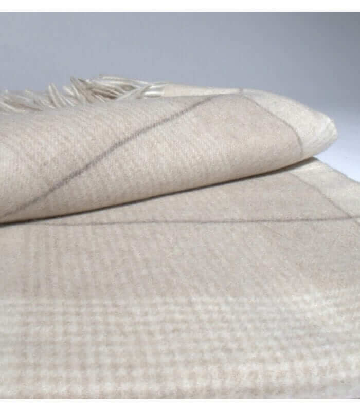 plaid cachemire everest beige plaid addict vente en ligne de plaids cachemire. Black Bedroom Furniture Sets. Home Design Ideas