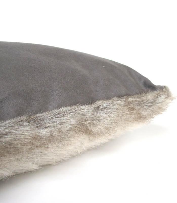 coussin fausse fourrure gris 45 x 45 cm plaid addict vente en ligne de la boutique de la. Black Bedroom Furniture Sets. Home Design Ideas