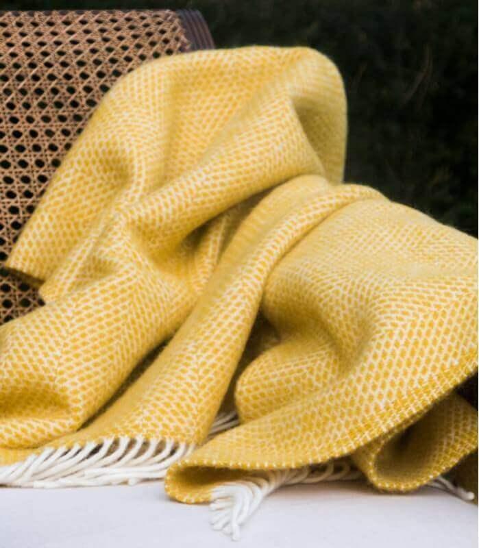 plaid laine beehive jaune plaid addict vente en ligne. Black Bedroom Furniture Sets. Home Design Ideas