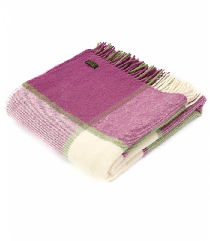 plaid laine carreaux framboise plaid addict vente en ligne de plaids tweed mill. Black Bedroom Furniture Sets. Home Design Ideas