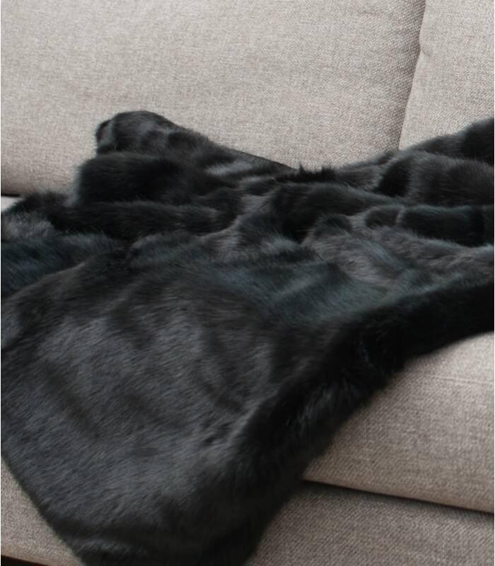 Plaid fausse fourrure luxe noir bagheera plaid addict - Plaid fausse fourrure rose ...