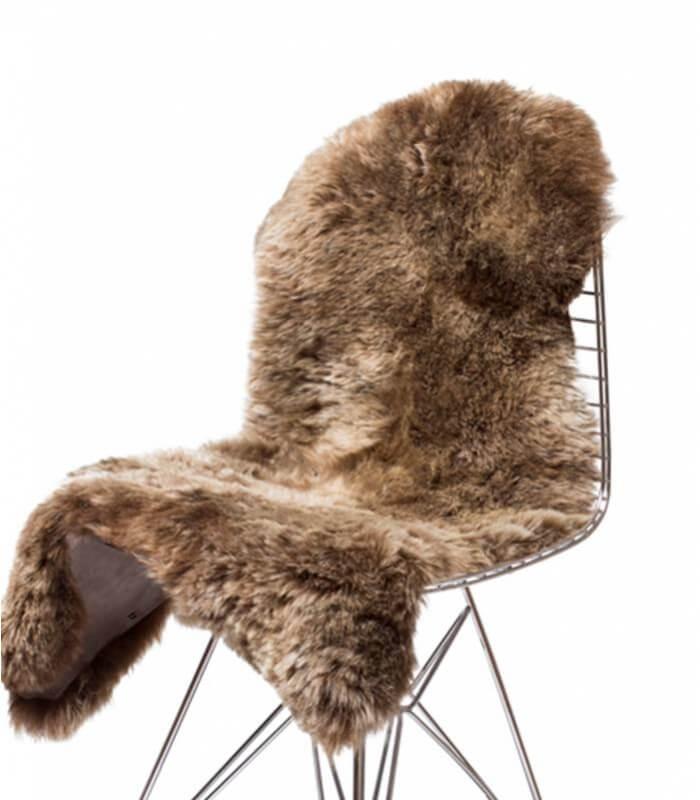 peau de mouton islandais marron poils longs plaid addict vente en ligne de peaux de moutons. Black Bedroom Furniture Sets. Home Design Ideas
