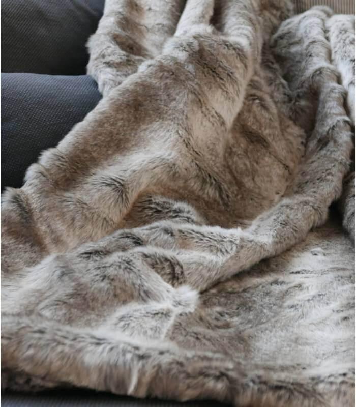 plaid fausse fourrure gris 150 x 170 cm plaid addict. Black Bedroom Furniture Sets. Home Design Ideas