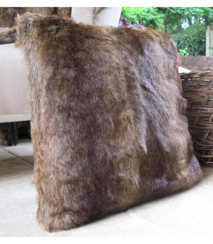 coussin fausse fourrure marron 45 x 45 cm plaid addict. Black Bedroom Furniture Sets. Home Design Ideas