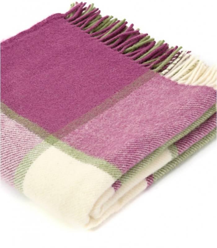 plaid laine carreaux framboise plaid addict vente en ligne de plaids cossais. Black Bedroom Furniture Sets. Home Design Ideas