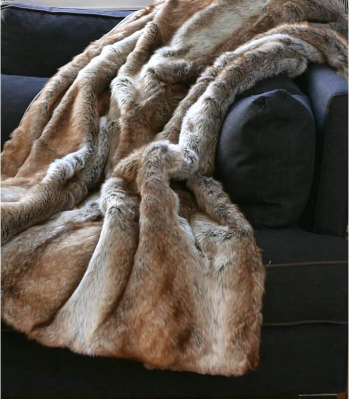 plaid fausse fourrure renard 150 x 170 cm plaid addict vente en ligne de plaids fausse fourrure. Black Bedroom Furniture Sets. Home Design Ideas