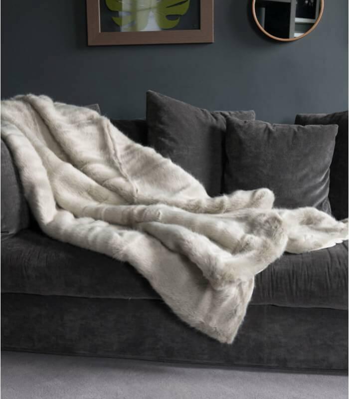couvre lit fausse fourrure luxe persan 250 x 250 cm plaid addict vente en ligne de plaids. Black Bedroom Furniture Sets. Home Design Ideas