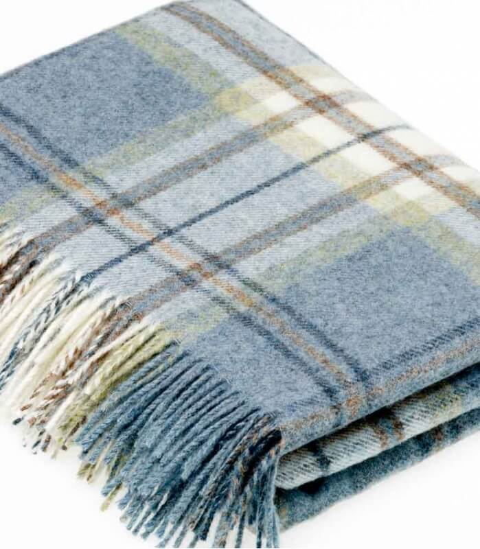 plaid pure laine cossais bleu aysgarth plaid addict vente en ligne de plaids b at home. Black Bedroom Furniture Sets. Home Design Ideas