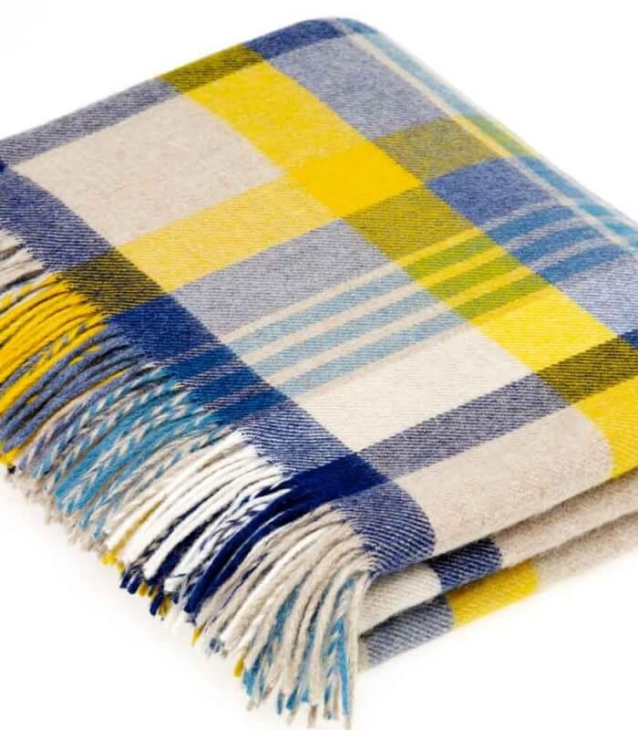 plaid laine m rinos carreaux beige jaune et bleu plaid addict vente en ligne de 20. Black Bedroom Furniture Sets. Home Design Ideas