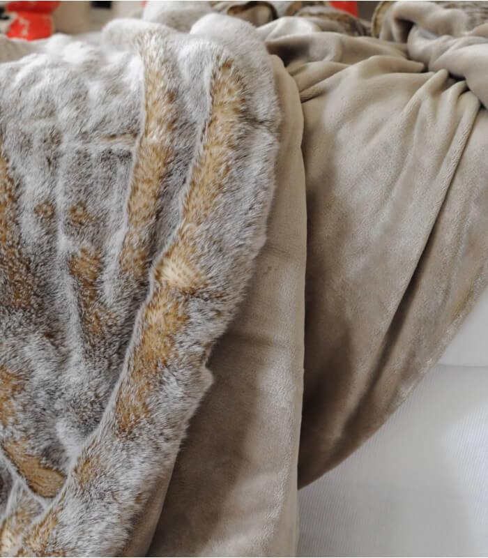 plaid fausse fourrure marmotte 150 x 170 cm plaid addict. Black Bedroom Furniture Sets. Home Design Ideas