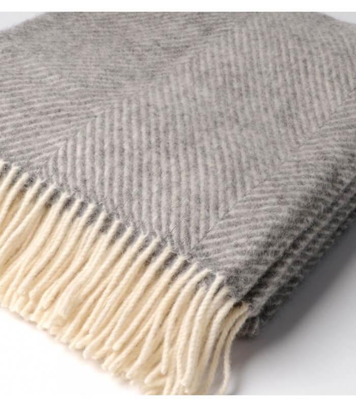 plaid pure laine chevrons gris plaid addict vente en ligne de plaids b at home. Black Bedroom Furniture Sets. Home Design Ideas