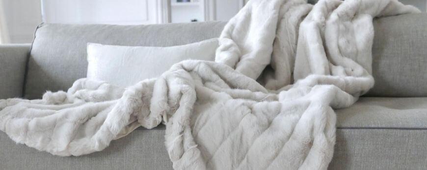 Comment disposer votre plaid sur votre canapé ou votre lit ?